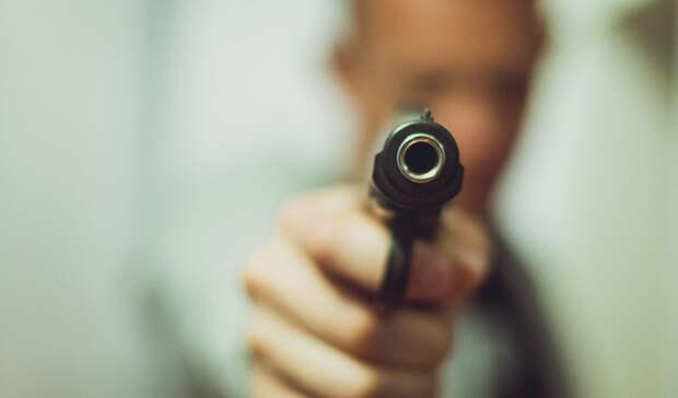 Заезду потротуару пешеход выстрелил водителю влицо вЕкатеринбурге