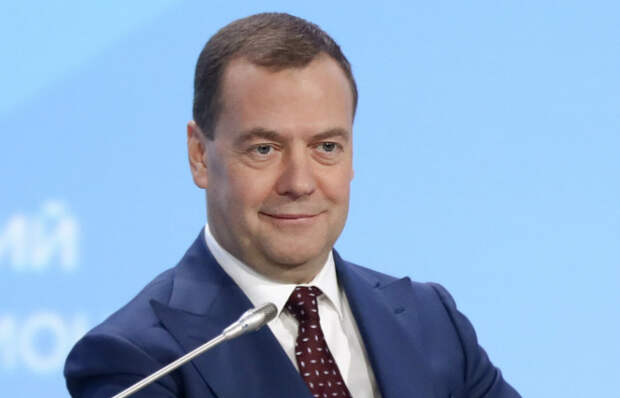 Медведев недоволен маркировкой его страницы в Twitter