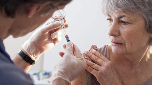 Поощрение за вакцинацию: от бани и билета на троллейбус до еды и даже денег