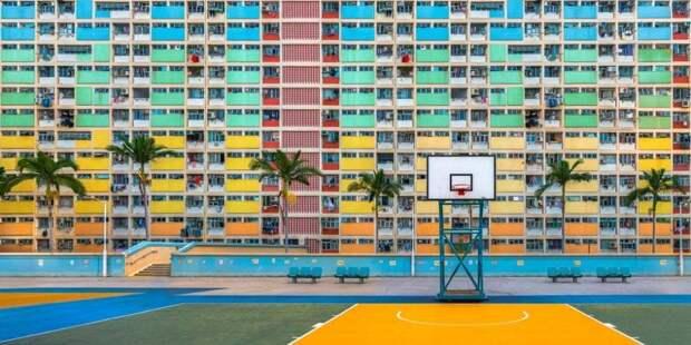 Яркая, но безлюдная игровая площадка в отеле Choi Hung Estate, Гонконг. Фотограф: Tran Minh Dung.