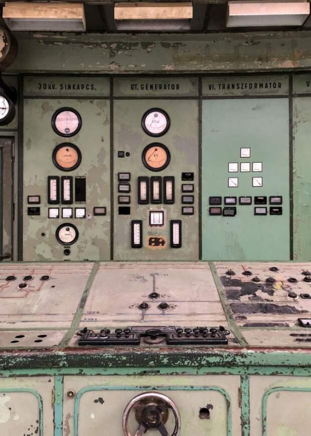 6 атмосферных фото заброшенной электростанции в Венгрии