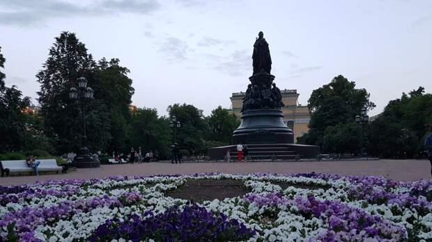 Власти Петербурга завершили просушку еще четырех парков города