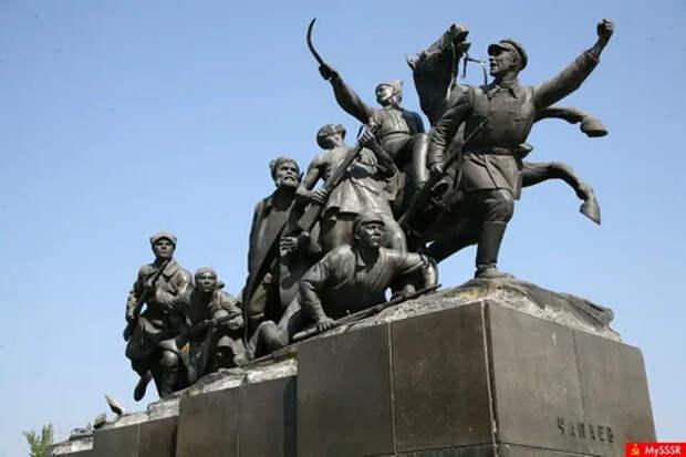 Комдив против начдива: единство опять откладывается?