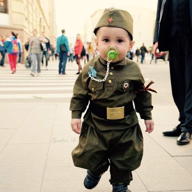 Попёрли антисоветские мрази. Для них 9 мая как индикатор