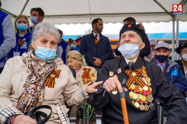 На Парад Победы в Симферополе прибыли ветераны. Фото, видео