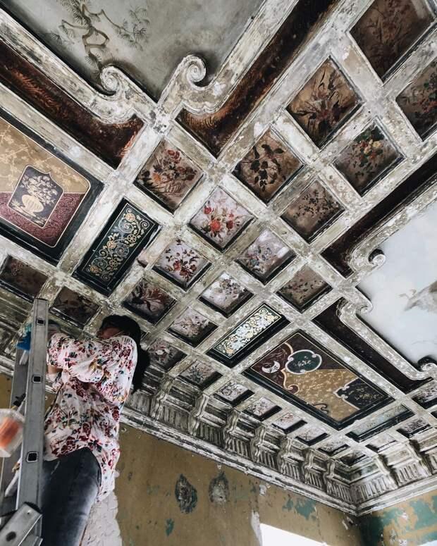 В древних палатах на Рождественской во время реставрации обнаружили уникальные интерьеры