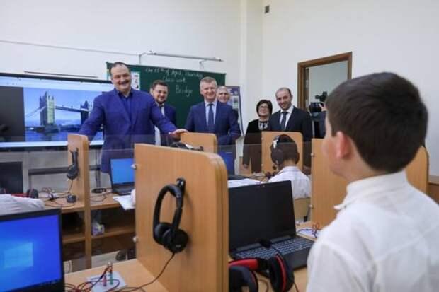 Сергей Меликов вместе с замминистра просвещения России посетил новую школу в Талги