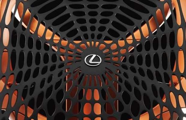 Lexus сплетет вокруг водителя паутину
