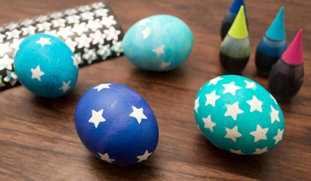 голубые яйца с белыми звездочками