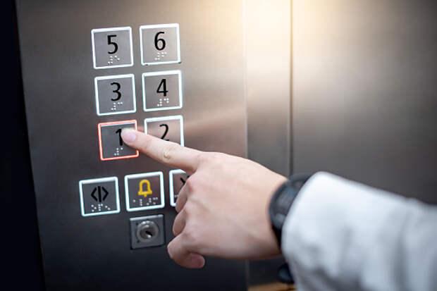 В доме на Декабристов починили лифт