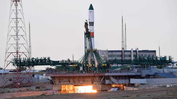 """Предприниматель из Японии купил два места на """"Союзе"""" для полета на МКС"""
