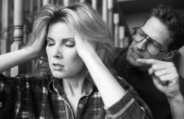 Всё, что нужно знать про газлайтинг: 7 фраз, свидетельствующих, что партнер злоупотребляет психологическим насилием