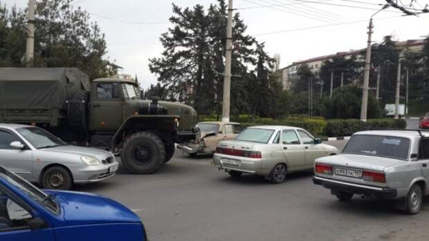 Севастополь «парализован»: маршрутка врезалась сразу в 2 троллейбуса (ФОТО)