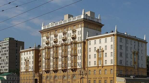 Посольство США в России сообщило о намерении властей отложить запрет на наем работников