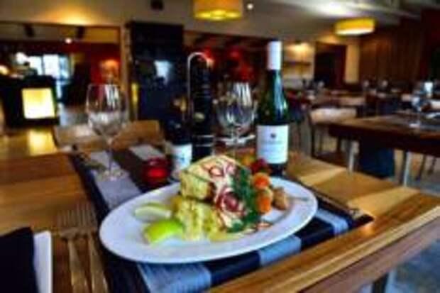 Как выбрать ресторан во время отпуска и не попасть в заведение для туристов