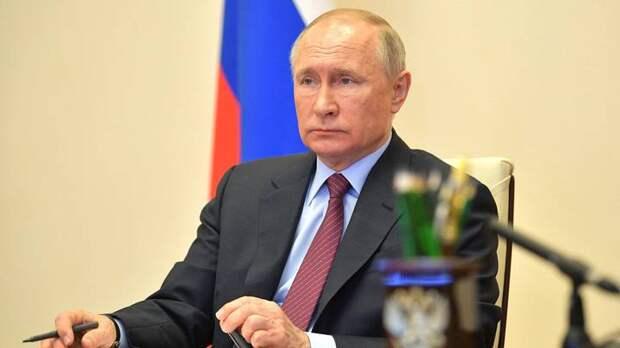 Путин поручил обеспечить опекунов правом на пособие на ребенка