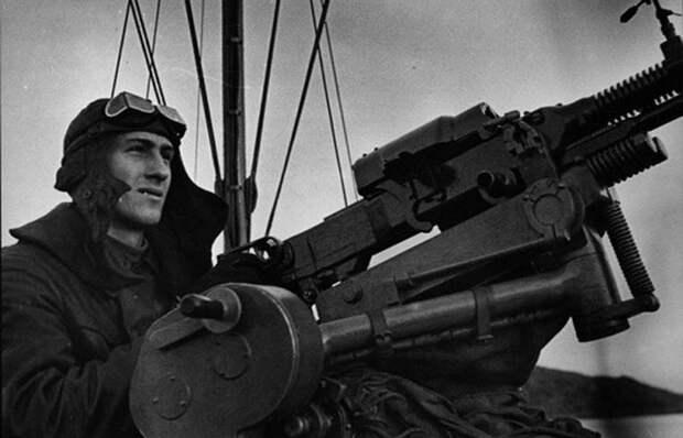 Зачем и на каких кораблях военно-морского флота матросы носили «танковые» шлемофоны