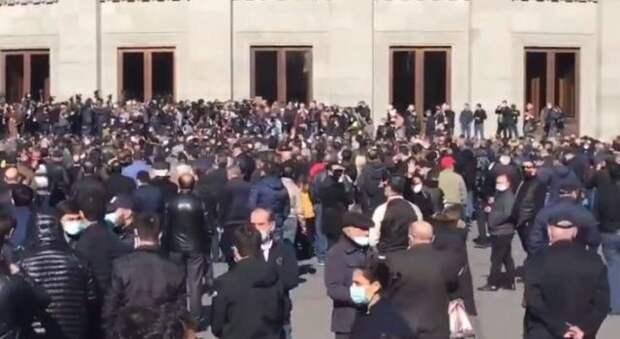 Протесты против Пашиняна в Ереване