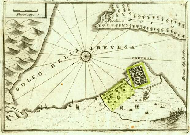 Крепость и местечко Превеза на карте Коронелли 1707 года. Направление на север — влево-вниз, линейка в 100 венецианских саженей — 175 м. После модернизации появилась восьмая башня внутри расширенного до моря обвода стен. Сами башни имели коническую форму, с усиленными против артиллерии стенами. Зелёные прямоугольник и штриховка отмечают крепость и застройку - Превеза: сборы, споры, штурм, разведка   Военно-исторический портал Warspot.ru