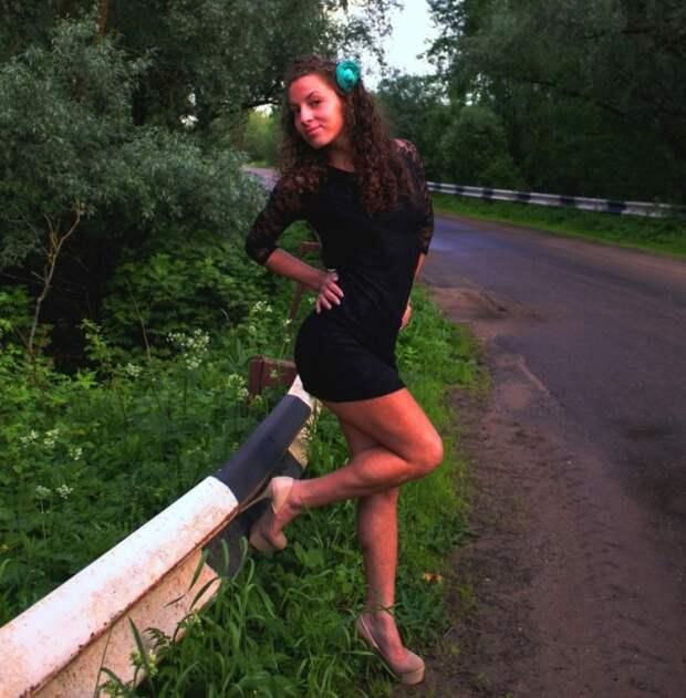 Вот и лето прошло и девушки в коротких платьях
