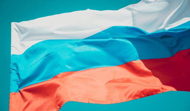 Стометровый флаг России пронесли по историческому центру Волгограда