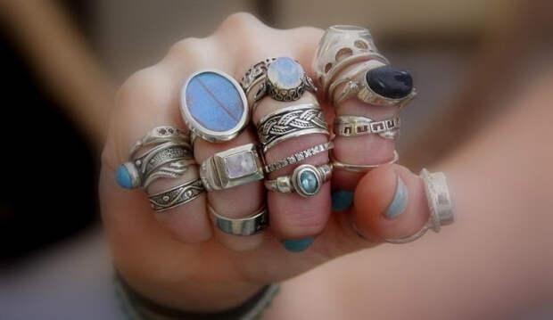 Выпал камень из кольца: значение приметы