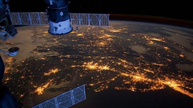 Российские военные засекли повышенную активность в космосе