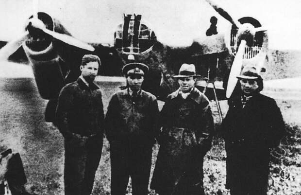 Почему в Ухане стоит памятник советским летчикам?