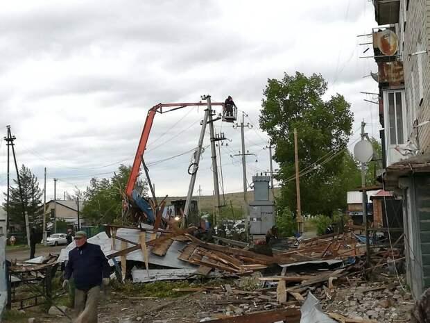 Поваленные деревья и десятки тысяч человек без света: в Нижегородской области устраняют последствия урагана