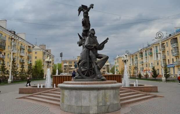Памятники героям советских мультфильмов.