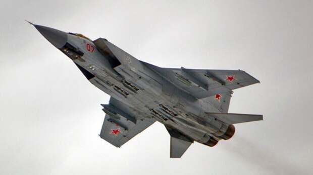Пилоты МиГ-31БМ провели воздушный бой в небе над Тверской областью