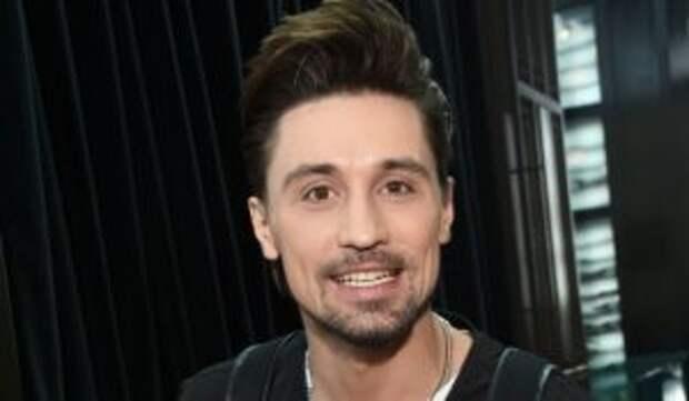 Билан появился на публике с эффектной красоткой
