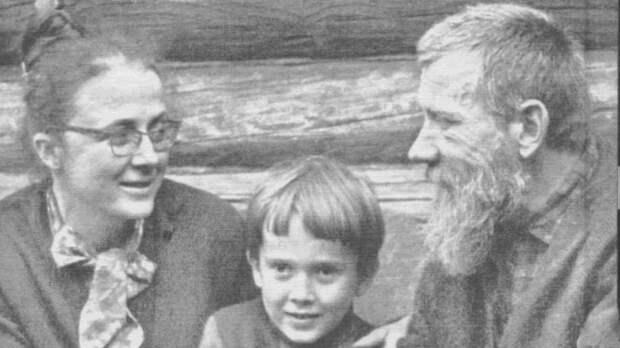 Мария Розанова и Андрей Синявский с сыном Егором. / Фото: www.gdb.rferl.org