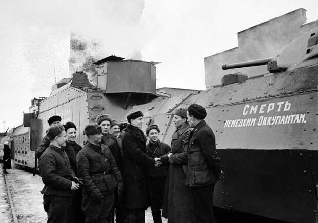 Осенью 41-го прямо на территории предприятия была организована заправка моторным топливом боевой техники, отправлявшейся на передовую