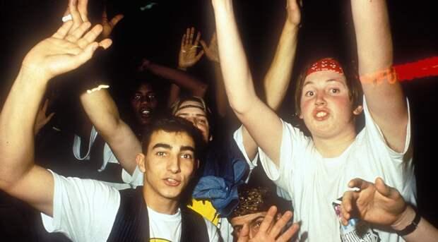 Эйсид-хаус стал популярным в Великобритании благодаря фестивалю «Summer ofLove».