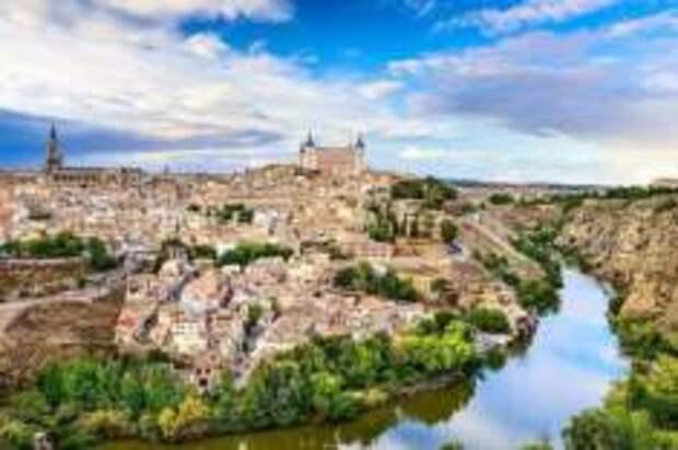 Когда Испания сможет принять туристов