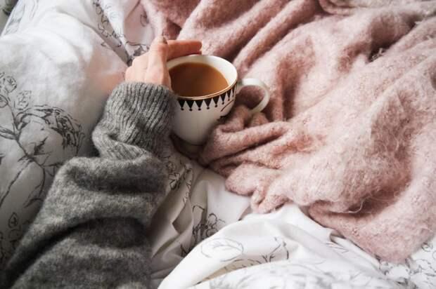 Три действия, которые делают с утра люди, а потом выходят на холод и сразу замерзают (хоть одну ошибку совершаете и вы, например, пьете кофе с утра)