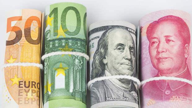Экономист назвал находящиеся под угрозой валюты