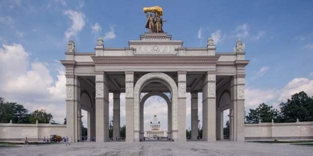 Собянин открыл на ВДНХ Музей транспорта Москвы и павильон «Цветоводство»