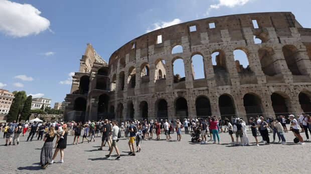 В Италии сделают COVID-паспорт обязательным для всех работников