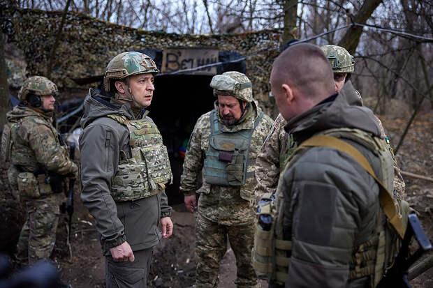 Украинцы верят в продолжающуюся с 2014 года войну с Россией