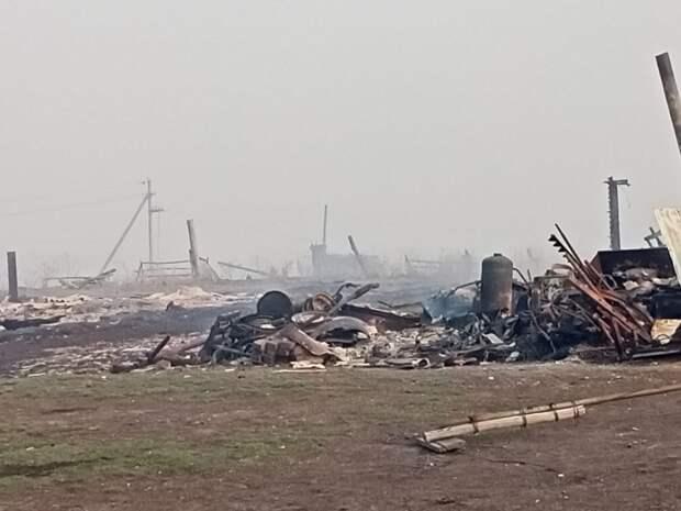 Остатки деревни Каракуль потушили только к утру