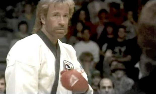 Чак Норрис наказывает соперника на чемпионате 1976 года