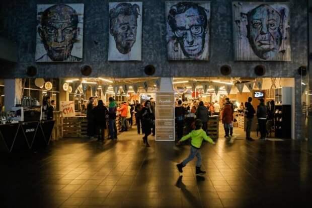 Кинотеатры открыли свои двери: «Довод» Кристофера Нолана бьёт рекорды