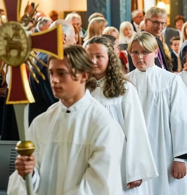 Сверре Магнус (крайний справа)