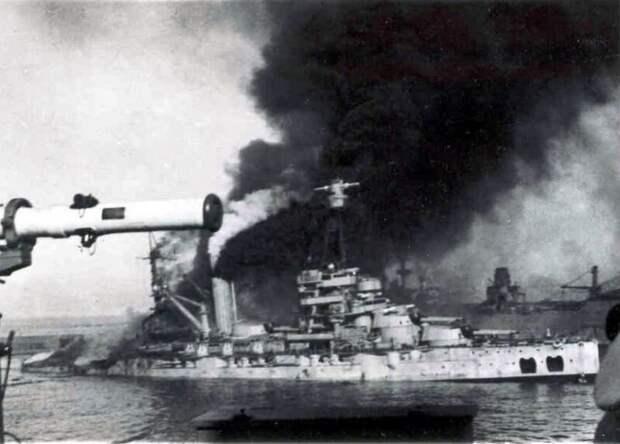 Линкор «Bretagne», начало пожара