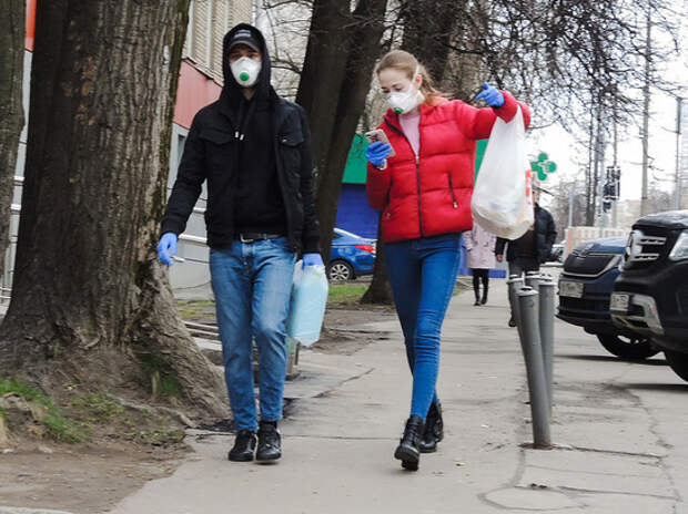 Врач рассказала, как правильно заходить с улицы домой при коронавирусе