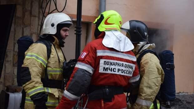 Одноэтажная постройка загорелась в Приморском районе Петербурга