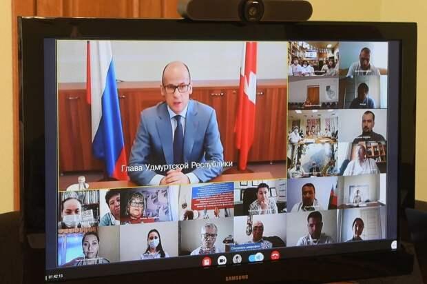 Активисты национально-культурных объединений Удмуртии рассказали Александру Бречалову о своих проектах