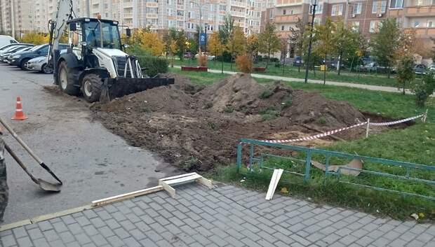 Парковочные места начали обустраивать в одном из дворов в Кузнечиках
